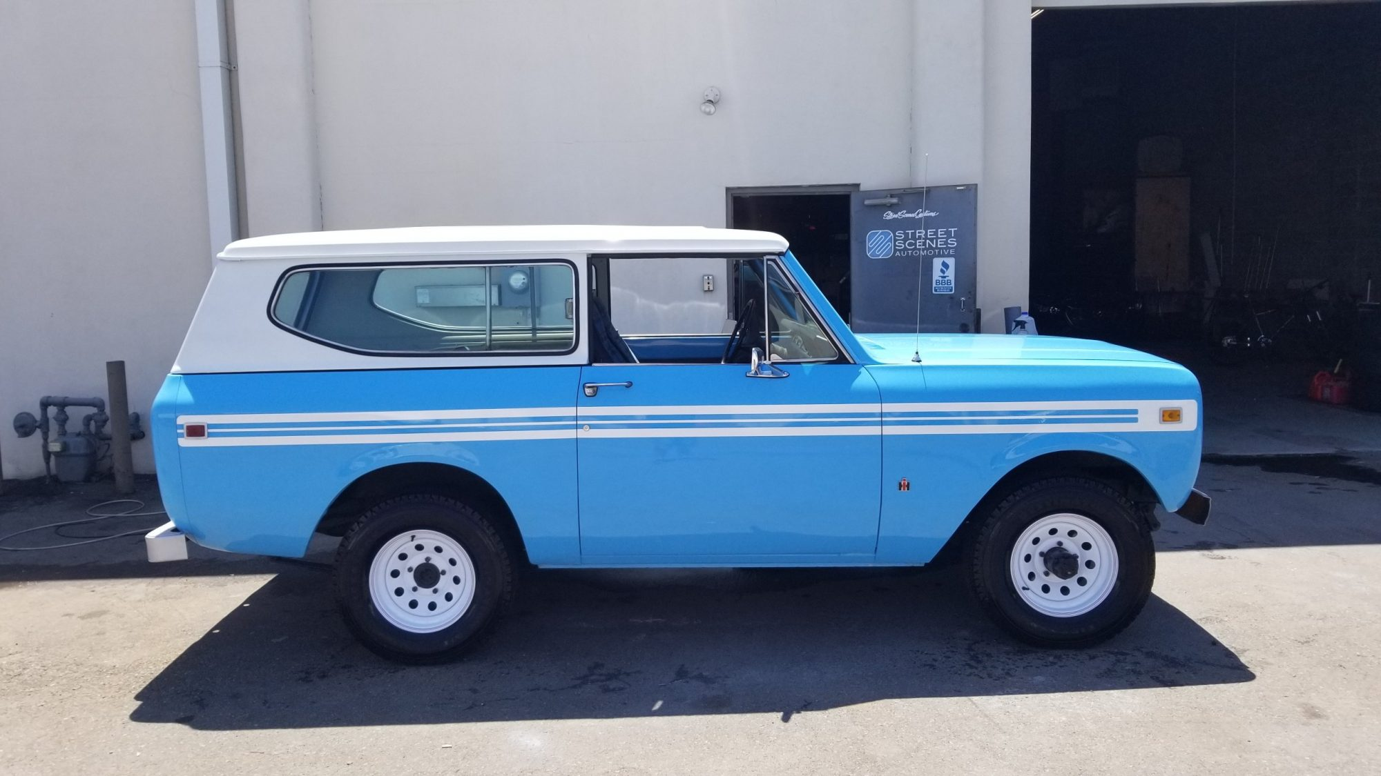 International Scout auto restoration and paiting
